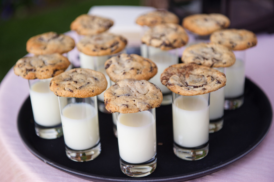 These cookie-and-milk shots