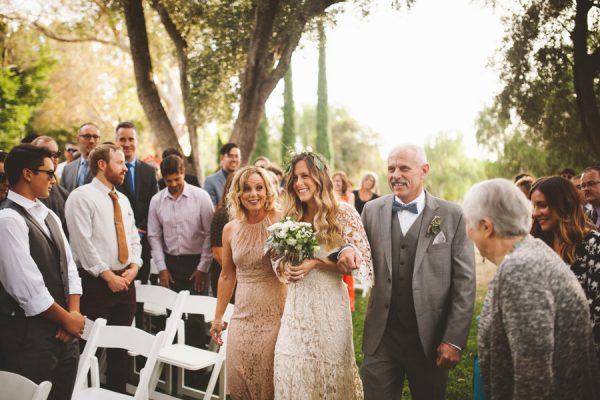 an-alpaca-almost-stole-the-spotlight-in-this-hummingbird-nest-ranch-wedding-35