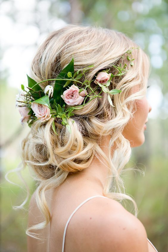 25 curly hairstyles for your wedding day