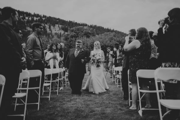 find-your-rustic-diy-inspiration-in-this-kelowna-mountain-wedding-13