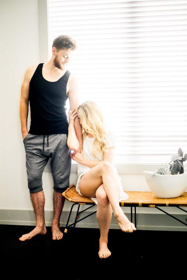 this-nashville-musician-and-his-sweetheart-got-comfy-for-a-photo-shoot-at-home-10