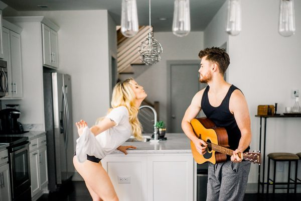 this-nashville-musician-and-his-sweetheart-got-comfy-for-a-photo-shoot-at-home-12
