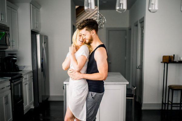 this-nashville-musician-and-his-sweetheart-got-comfy-for-a-photo-shoot-at-home-13