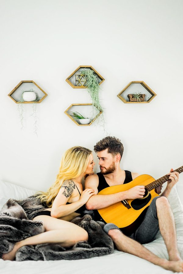 this-nashville-musician-and-his-sweetheart-got-comfy-for-a-photo-shoot-at-home-15