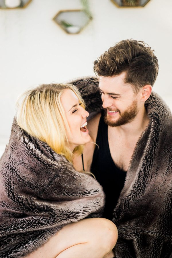 this-nashville-musician-and-his-sweetheart-got-comfy-for-a-photo-shoot-at-home-18