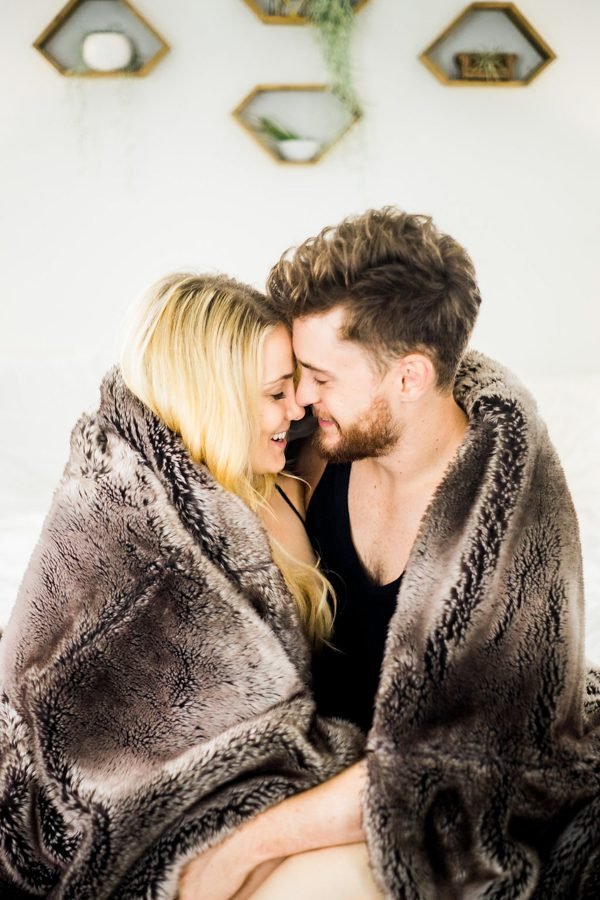 this-nashville-musician-and-his-sweetheart-got-comfy-for-a-photo-shoot-at-home-19
