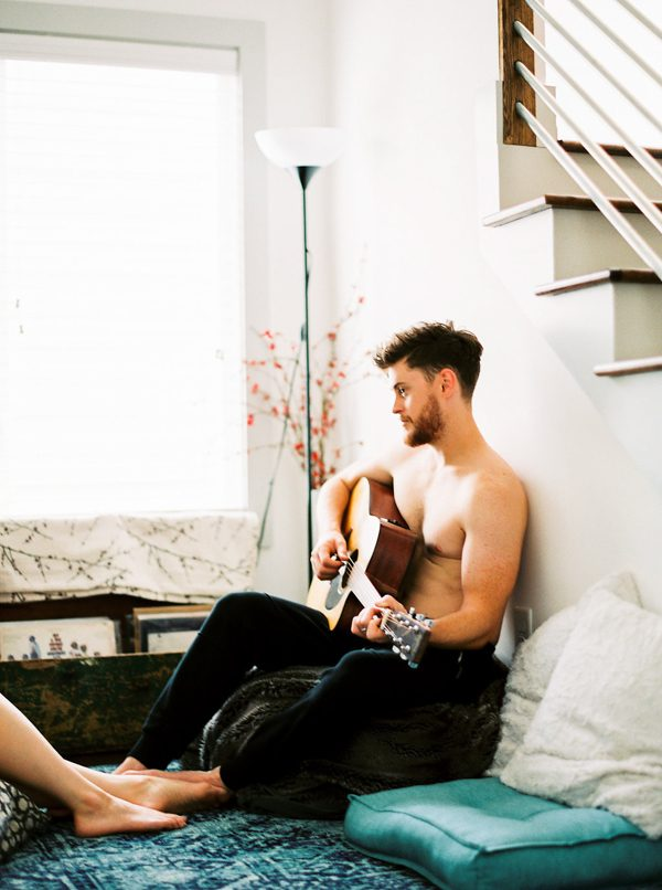 this-nashville-musician-and-his-sweetheart-got-comfy-for-a-photo-shoot-at-home-22