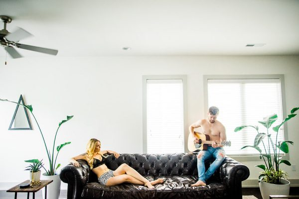 this-nashville-musician-and-his-sweetheart-got-comfy-for-a-photo-shoot-at-home-3