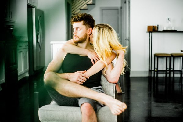 this-nashville-musician-and-his-sweetheart-got-comfy-for-a-photo-shoot-at-home-9