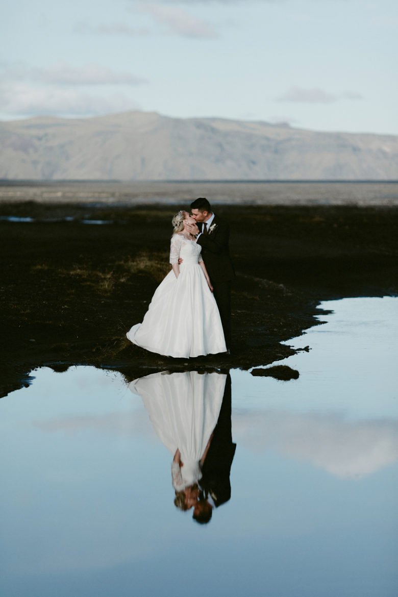 Bride and groom kissing in Fjaðrárgljúfur