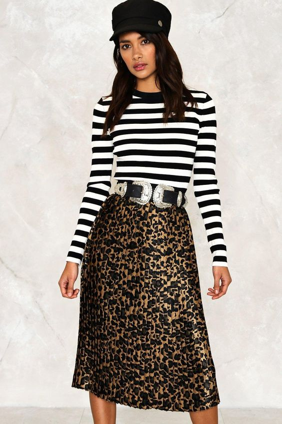 leopard print skirt for breastfeeding friendly outfits