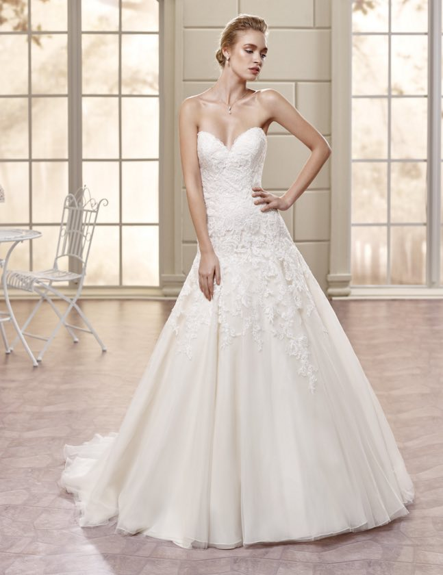 Eddy-k-wedding-dress-bouquet-5