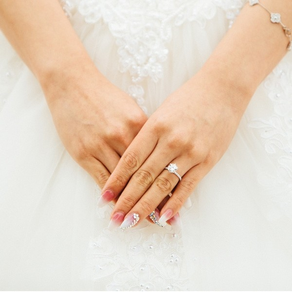 Personalized Beautiful Bridal Fashion Creative Nail
