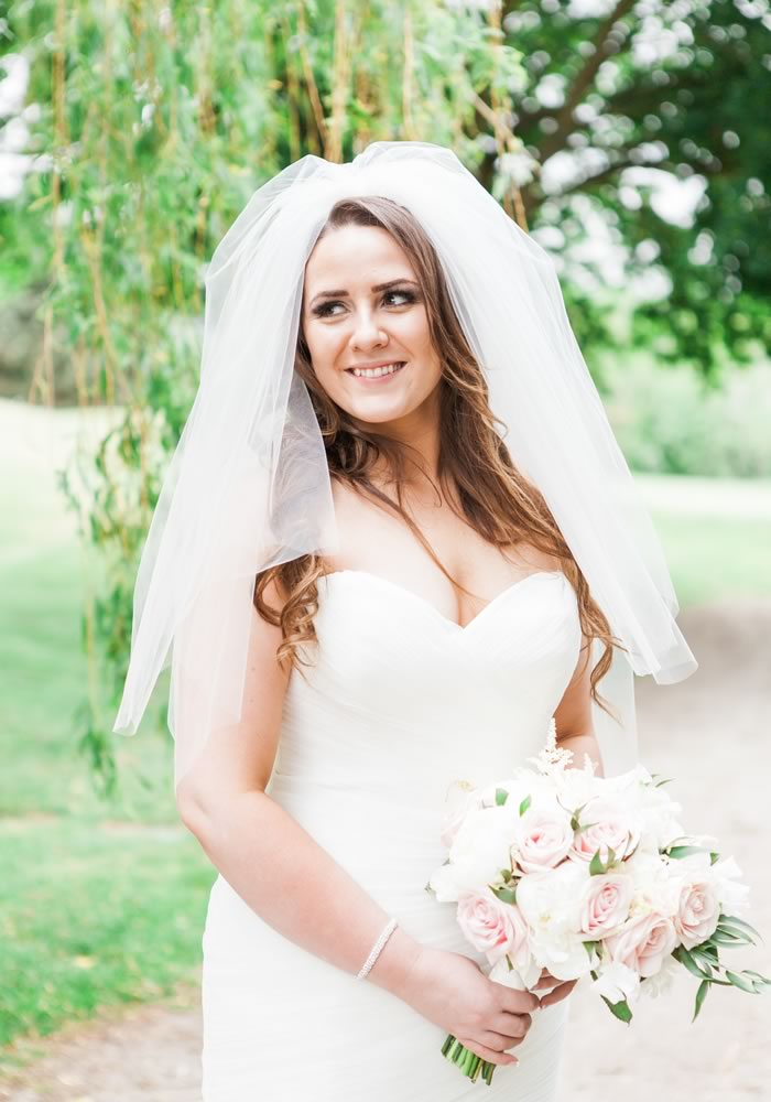 bride with a blunch of flower on hand