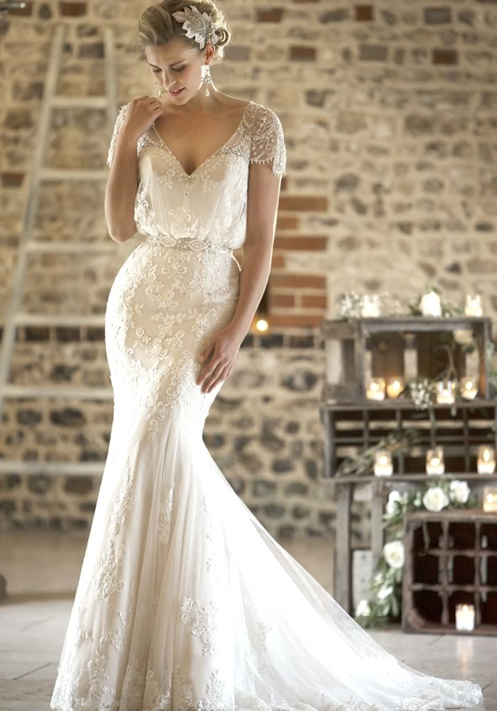 lace relaxed wedding dresses